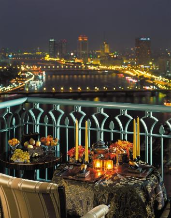 Four Seasons Hotel Cairo at Nile Plaza: CAI Dining