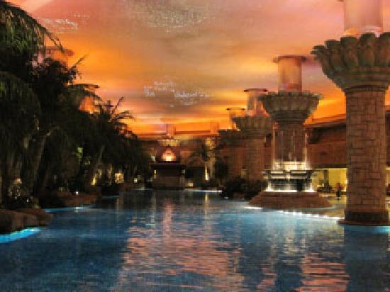 Pool picture of grand hyatt beijing beijing tripadvisor for Grand hyatt beijing swimming pool