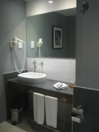 The George Hotel: Part of the bathroom. Simple and modern.