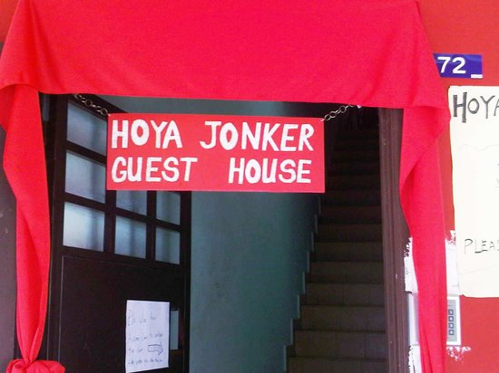 Hoya Jonker Guest House : A small sign board of the guest house