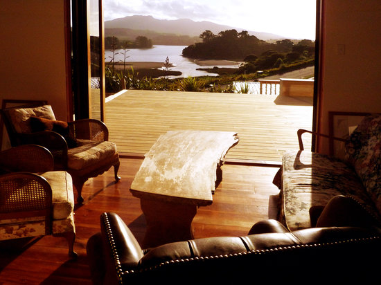 Raglan Farmstay: the view from the lounge