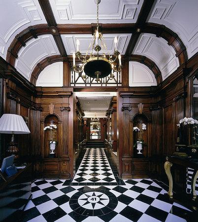 โรงแรม 41: Lobby