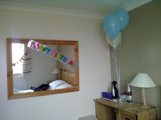 The Keswick: Even banners & balloons for my husbands b'day
