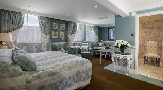 The Montague on The Gardens: Junior Suite
