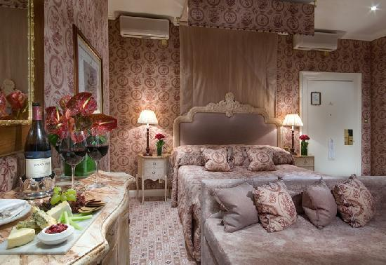 The Chesterfield Mayfair: Junior Suite