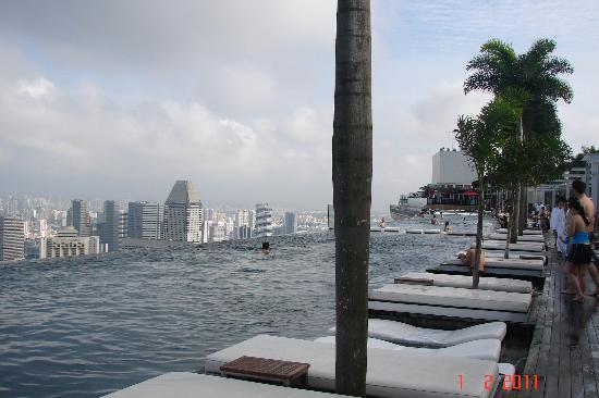 Marina Bay Sands: terrace pool