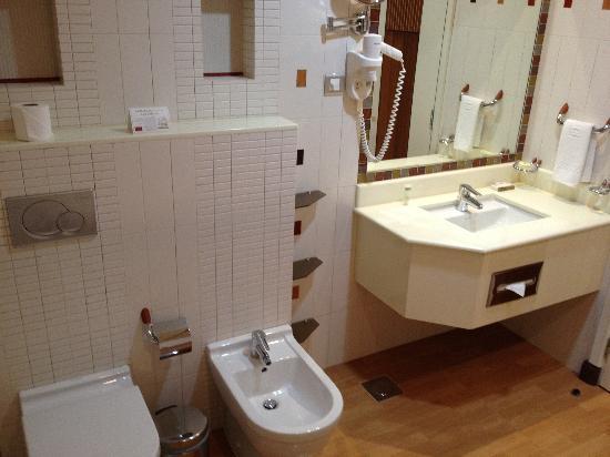 Elite Grande : Room 907 - master bedroom bathroom