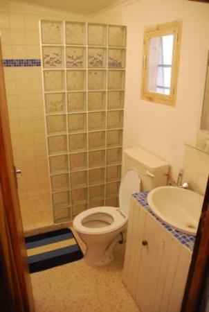 Aqua Africa Lodge: our bathroom