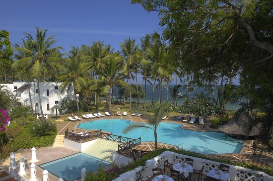 Serena Beach Resort & Spa: Overview of the Pool