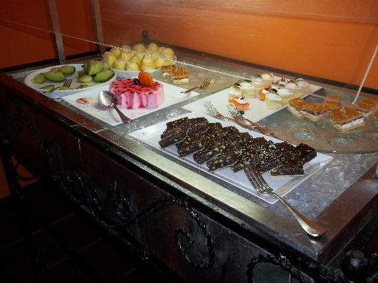 Movenpick Resort Taba Hotel : Buffet de desserts