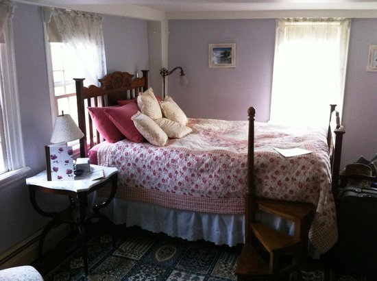 Bed and Breakfast at Taylor's Corner: Note the Stair to the bed