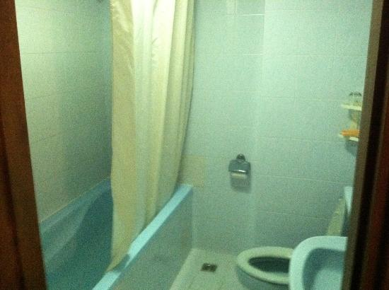 Rex Hotel: Bathroom- Deluxe Seaview