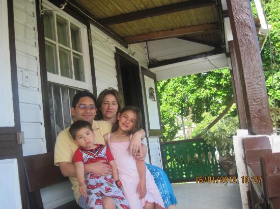 Posada Nativa Miss Trinie: En familia en la Posada Miss Trinie