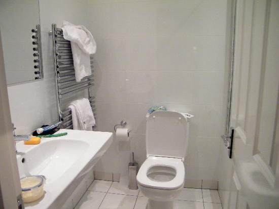 Royal and Fortescue Hotel: bathroom