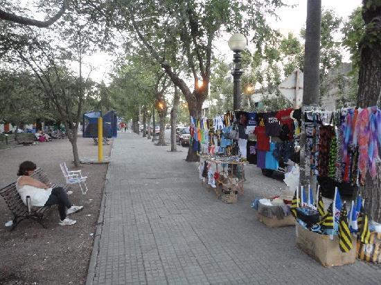 Avenida General Flores: Flores Street Vendor