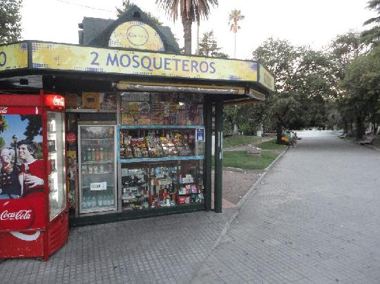 Avenida General Flores: Mosqueteros on Flores