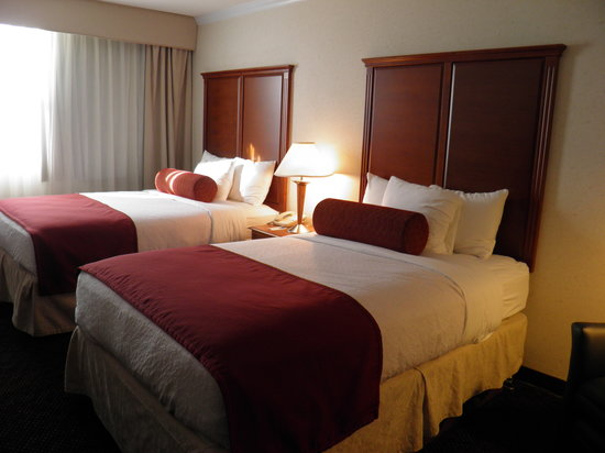 BEST WESTERN PLUS Waterville Grand Hotel: Two double beds with new headboard