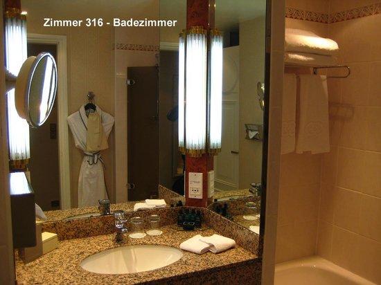 Sofitel Paris Arc de Triomphe: Zimmer 316 - Badezimmer