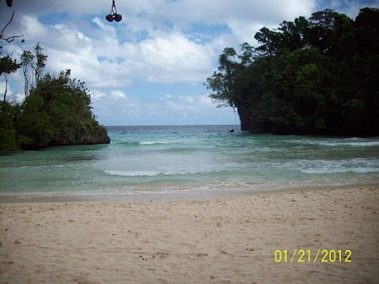 Frenchman's Cove Resort : The Beach