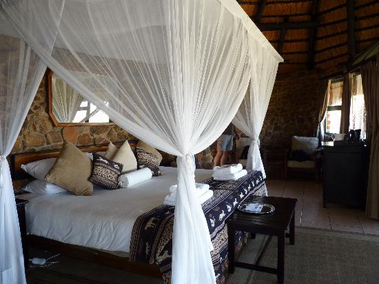Leopard Mountain Safari Lodge: Chalet von Innen