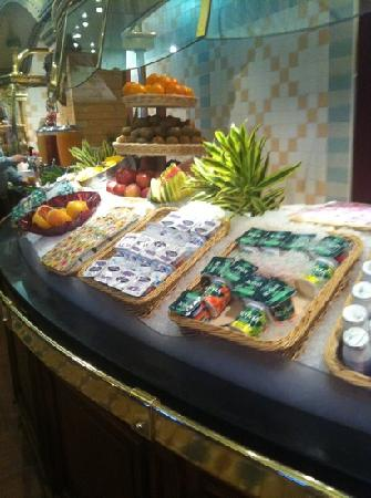 Cheesecake buffet picture of inventions disneyland - La table de chessy ...