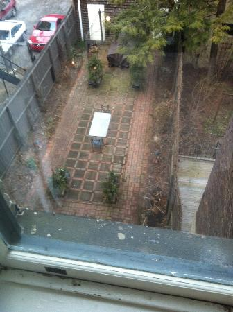 Morgan State House: Garden in Back