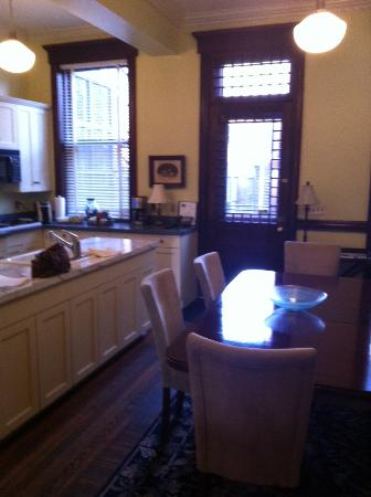 Morgan State House: Dining and Kitchen