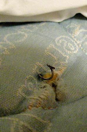 Super 8 Arlington East: Very old mattress