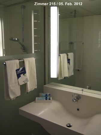 Novotel Maastricht: Zimmer 215 - Nasszelle