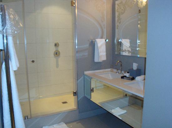 Queen Victoria Hotel: bagno