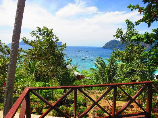 Phi Phi Hill Resort: View from one aspect of the balcony