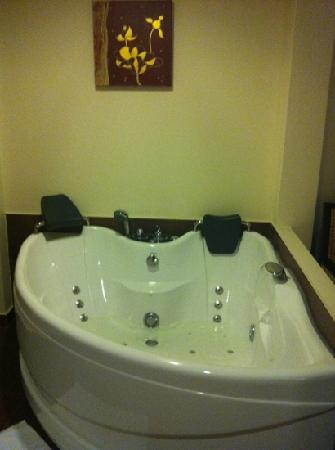 Anyavee Tubkaek Beach Resort: 505 jacuzzi