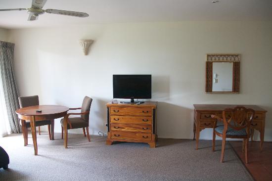 Rydges Rotorua : Desk & TV