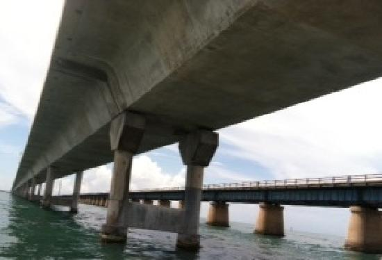 Seven Mile Bridge: View of the old and new bridges from below