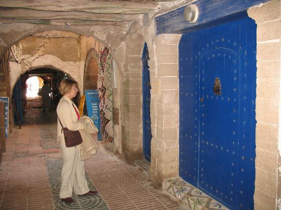 Riad de la Mer : Door of the riad looking towards Moulay Hassan