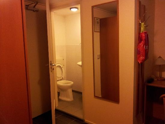 Amsterdam Hostel Uptown: Single room, private bathroom