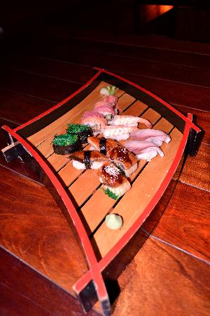 Spice Quest : 3 - The sushi!! So good that really needs more pictures...