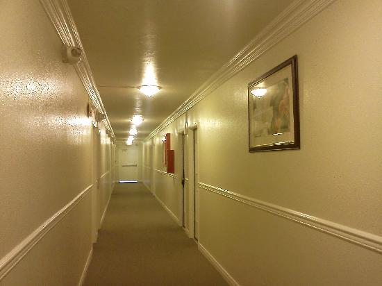 Super 8 Las Vegas North Strip /Fremont Street Area: Hallway
