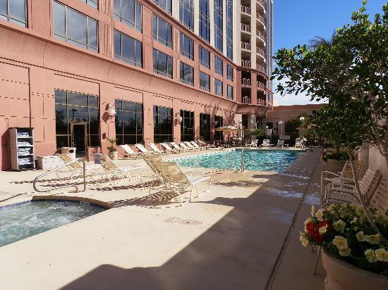 Phoenix Airport Marriott: Outdoor pool and hot tub