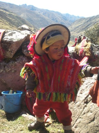 Lares Trek: tipical andean boy you can help them