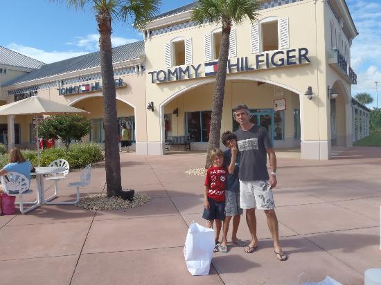 Category: Shopping Centers & Malls