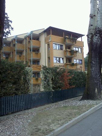 Hotel Residence Flora Meran: Vista dell'Hotel dall'esterno