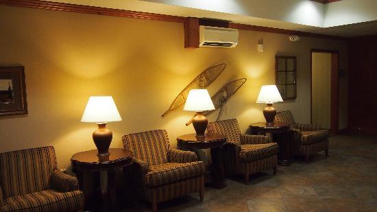 Holiday Inn Express Hotel & Suites Fairbanks: lobby
