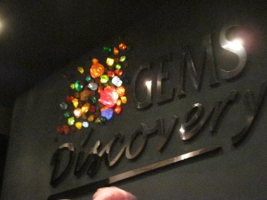 Gems Gallery Pattaya: после этой фотки мне велели убрать фотоаппарат