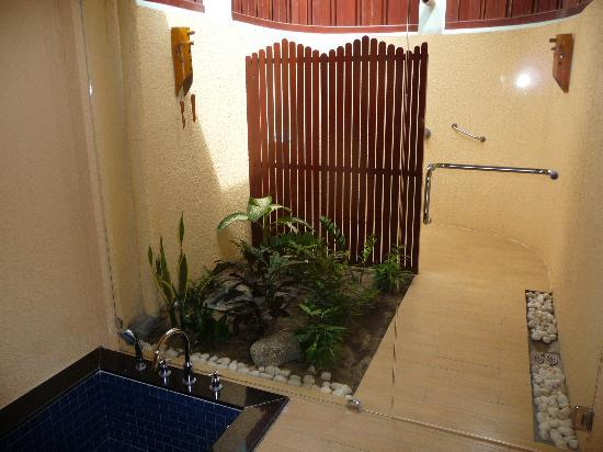 Phu Hai Resort: Bad mit Außendusche