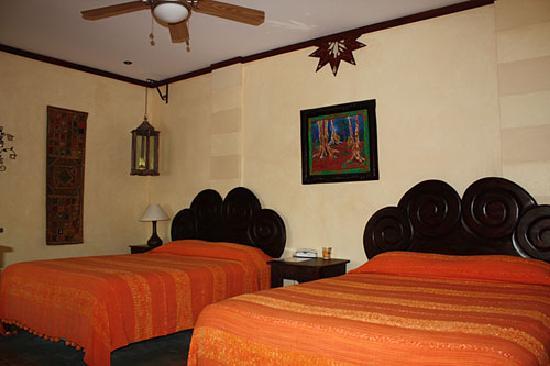 Tierra Magica Bed & Breakfast / Art Studio: queen room