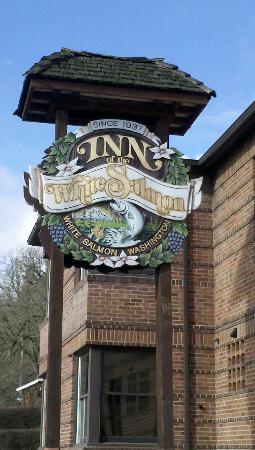 Inn of the White Salmon: Outdoor sign