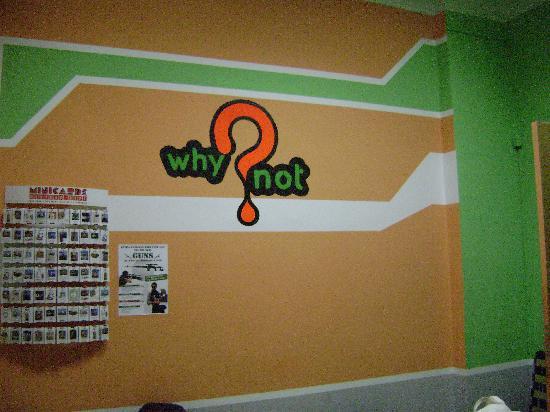 Why Not? Hostel : Стена)