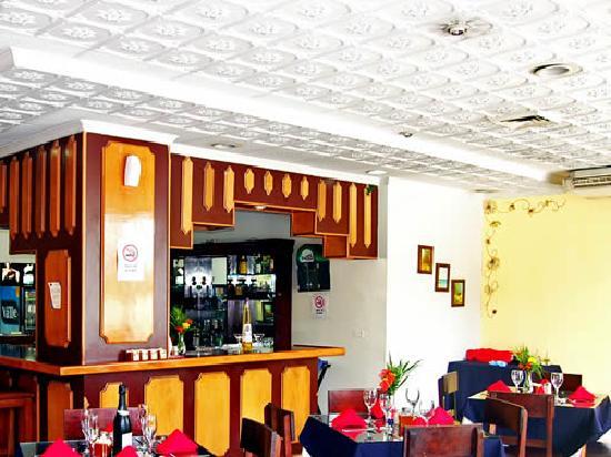 Hotel Aramo: Bar