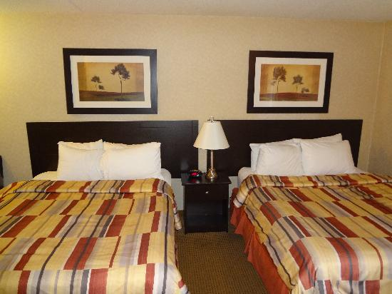 BEST WESTERN PLUS Westwood Inn: beds